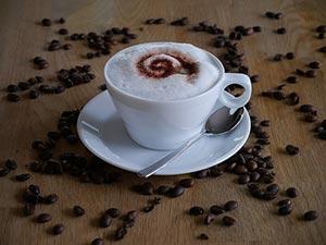 Kaffee mit festem Milchschaum